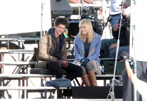 Emma Stone và Andrew Garfield trên phim trường của The Amazing Spider Man