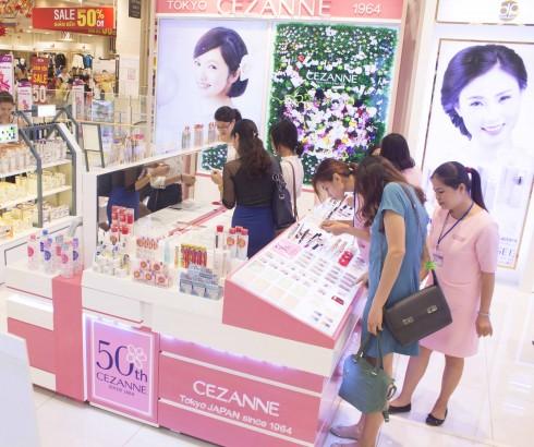 Showroom thứ hai tại Hà Nội của mỹ phẩm Cezanne tại Aeon Mall Long Biên.
