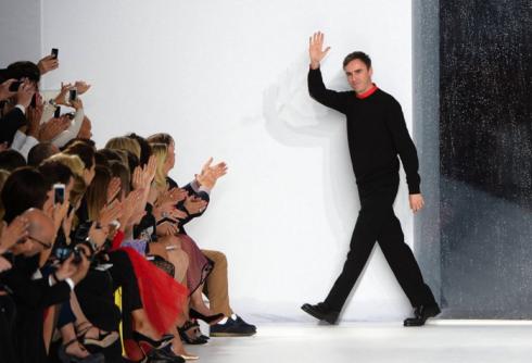 Raf Simons luôn nhận được sự tán thưởng nhiệt liệt trong thời gian ở với Dior