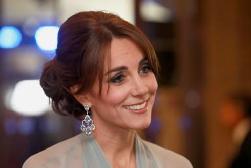 công nương Kate Middleton lộng lẫy trại lễ ra mắt phim James Bond 1 - elle vietnam