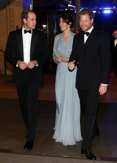 công nương Kate Middleton lộng lẫy trại lễ ra mắt phim James Bond 2 - elle vietnam