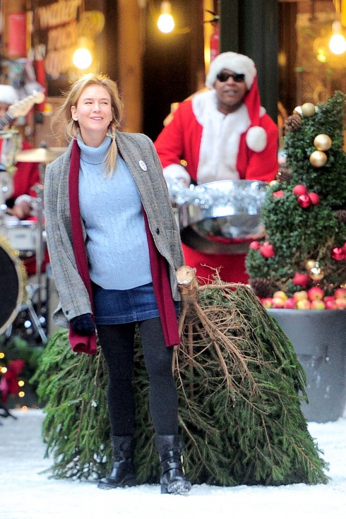 Renée Zellweger gets ready for the Christmas season on the set of Bridget Jones **USA ONLY**