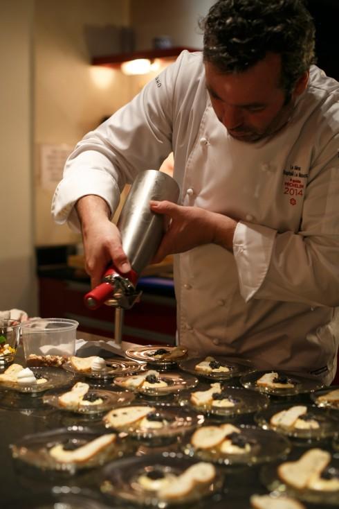 Đầu bếp hạng sao Michelin Raphael Le Mancq kết hợp với đầu bếp bản địa Bùi Tuyết Nhung sáng tạo thực đơn Ca Ngợi Mùa Thu.