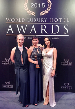 Bà Đỗ Hồng Minh, Giám đốc Truyền thông & Tiếp thị khách sạn JW Marriott Hanoi  tại lễ trao giải World Luxury Hotel Awards.