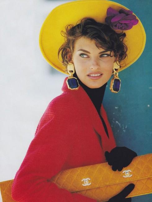 """Siêu mẫu quốc tế Linda Evangelista trong những năm 1990 của loạt phim đình đám """"Resident Evil""""."""