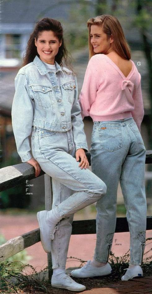 Áo khoác denim là một trong những item đậm tính thời trang đường phố thịnh từ thập niên 1990 mà vẫn còn mê hoặc giới trẻ bây giờ.