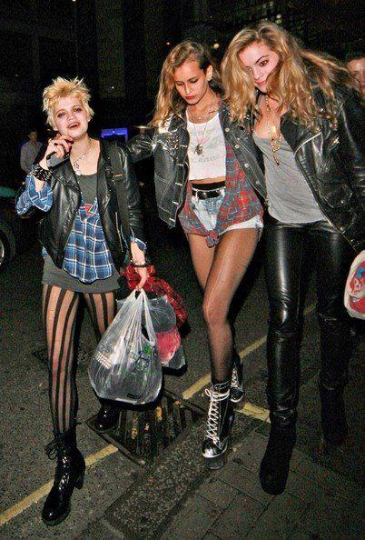 Street style của giới trẻ theo phong cách grunge.