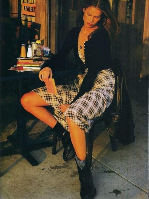 Grunge được biến thể thành nhiều phong cách ăn mặc, từ nổi loạn cho đến nữ tính.