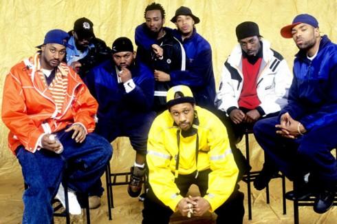 Thời trang đường phố thập niên 1990 còn được chiếm đóng bởi phong cách hiphop và thể thao.
