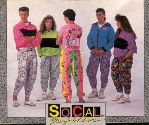 Đại đa số các cửa hàng thời trang trong giai đoạn đầu những năm 1990 đều tràn ngập quần áo màu neon.