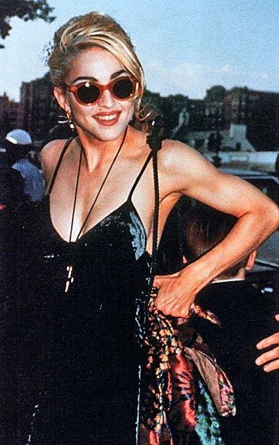 Madonna của thập niên 1990 với phong cách rock chic.
