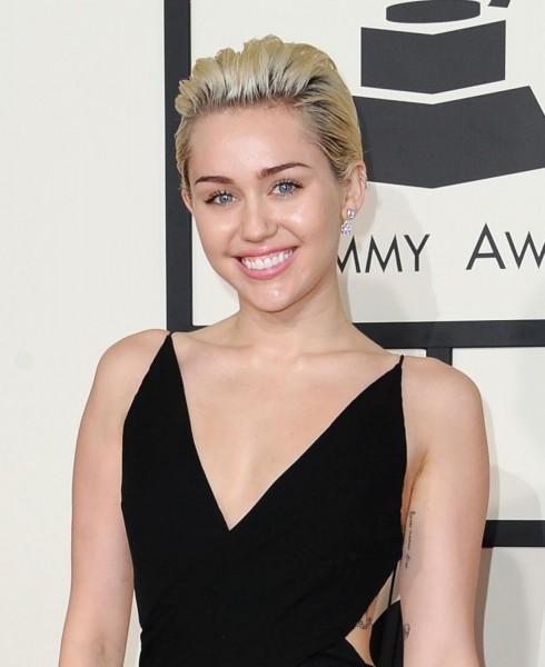 Miley Cyrus sinh ngày 23/11/1992