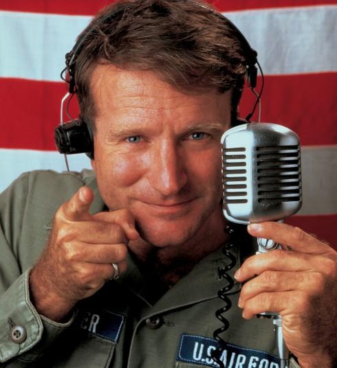 Robin Williams trong vai người dẫn chương trình Adrian Cronauer của Good Morning, Vietnam (1987)