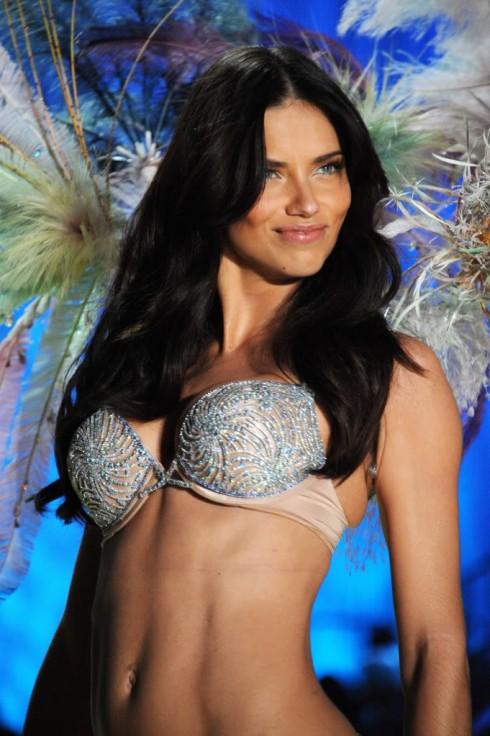Adriana Lima trong Bombshell Fantasy Bra 2010 trị giá 2 triệu đô la
