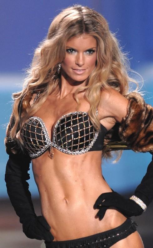 Marissa Miller trong Harlequin Fanstasy Bra 2009 trị giá 3 triệu đô