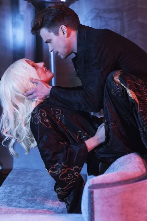 Cảnh nóng giữa Lady Gaga và Matt Bomer trong American Horror Story: Hotel