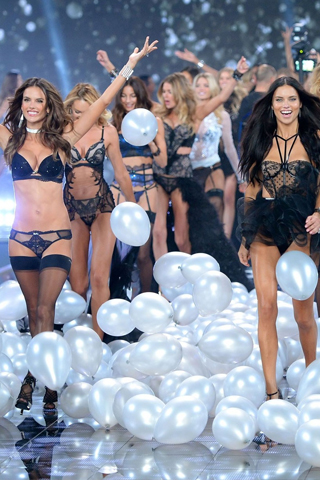 Dàn mẫu chính thức của show Victoria's Secret 2015
