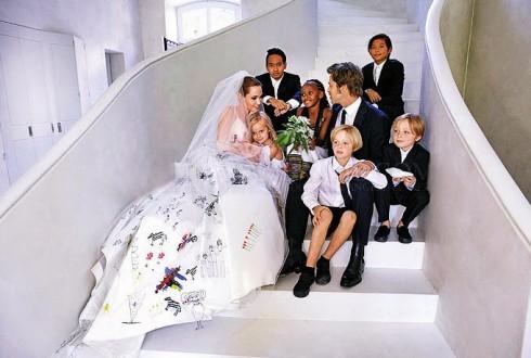 Ảnh cưới của Angelina Jolie và Brad Pitt cùng với những thiên thần nhỏ của gia đình hạnh phúc