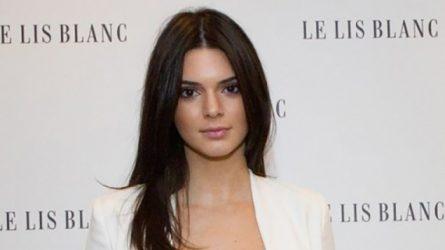 Kendall Jenner chia sẻ về làn da mụn trong quá khứ