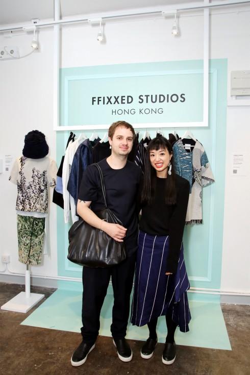 NTK Kain Picken và Fiona Lau của thương hiệu FFIXXED STUDIOS tại buổi triễn lãm của YES Awards tại Hong Kong