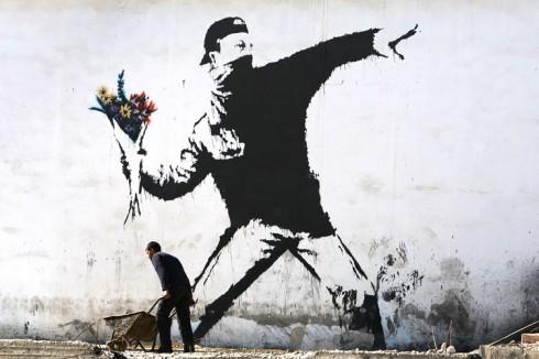 Tác phẩm gây tranh cãi nhất của Banksy ở trên bức tường West Wallở Palestine