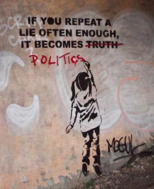 """Một bức ảnh châm biếm về chính trị, dòng chữ trên có ý nghĩ rằng: """"Nếu bạn nhắc đi nhặc lại một lời nói dối đủ nhiều lần, thì nó sẽ trở thành chính trị"""""""