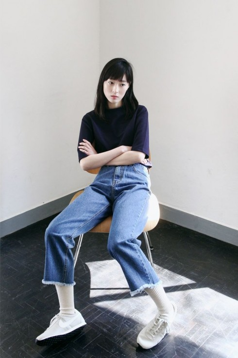 Diện quần jeans nhiều lần trong một tuần khiến không ít các cô gái chán ngán dù không thể bỏ mặc nó.