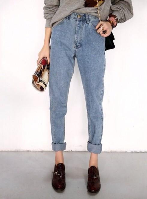 Dạng quần jeans boyfriend hoặc quần dáng cà rốt (carrot shape) cũng là hai sự lựa chọn tốt cho cô nàng nhỏ nhắn.