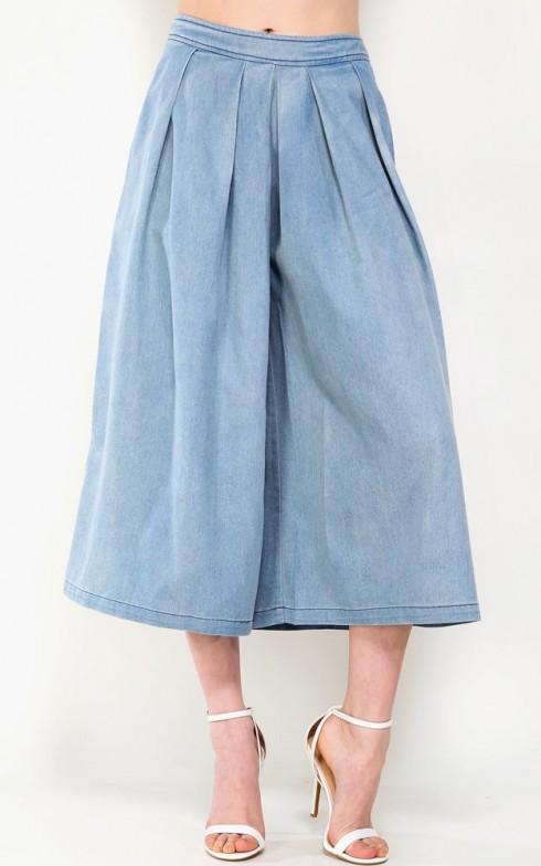 Quần jeans culotte không chỉ thoải mái mà còn mang lại sự nữ tính không yểu điêu.