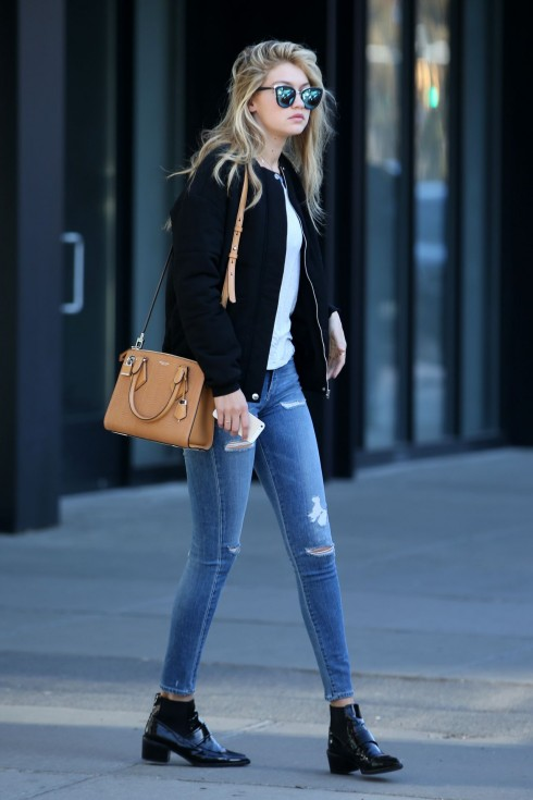 Gigi Hadid và New York style của cô ấy thường xuyên xuất hiện bóng dáng chiếc quần jeans.