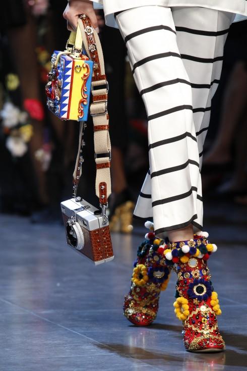 """Phong cách """"màu mè"""" đặc trưng duyên dáng của Dolce & Gabbana."""