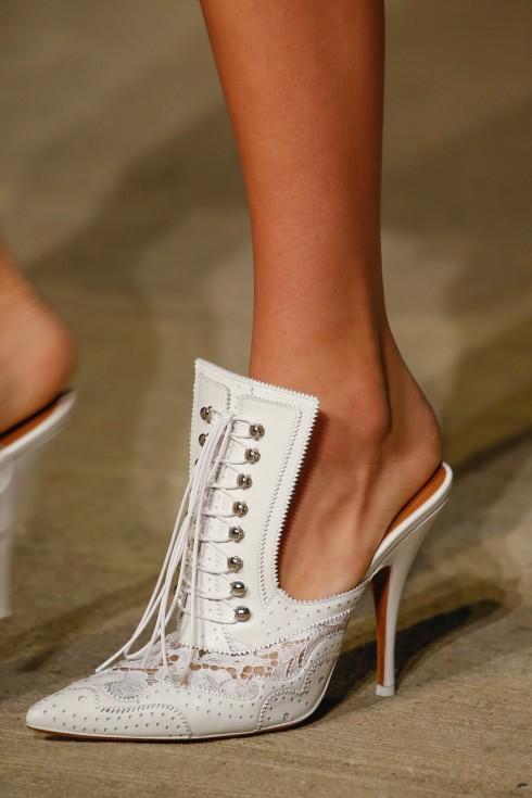 Vẻ đẹp cổ điển của Givenchy.