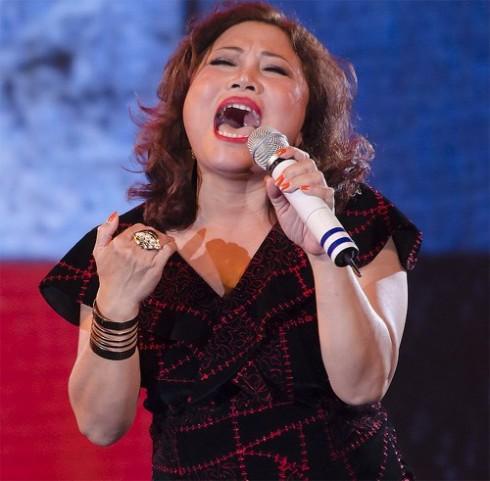 Giọng hát của nữ ca sĩ Siu Black luôn tràn đầy nhiệt huyết và sức sống như dòng thác đổ