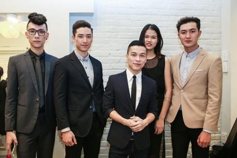 Dàn người mẫu Next Top 2015 đến ủng hộ nam giám khảo.