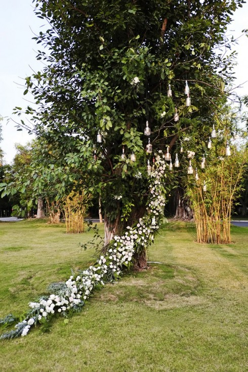 Hoa tươi là một trong những điểm nhấn ấn tượng của tiệc cưới.