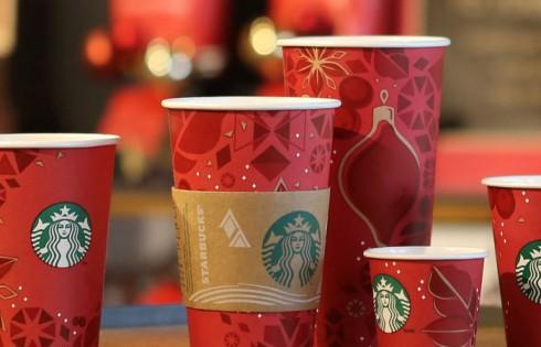 Cứ mỗi năm vào dịp Giáng Sinh, Starbucks lại cho ra mắt những mẫu thiết kế ky đẹp mắt của mình