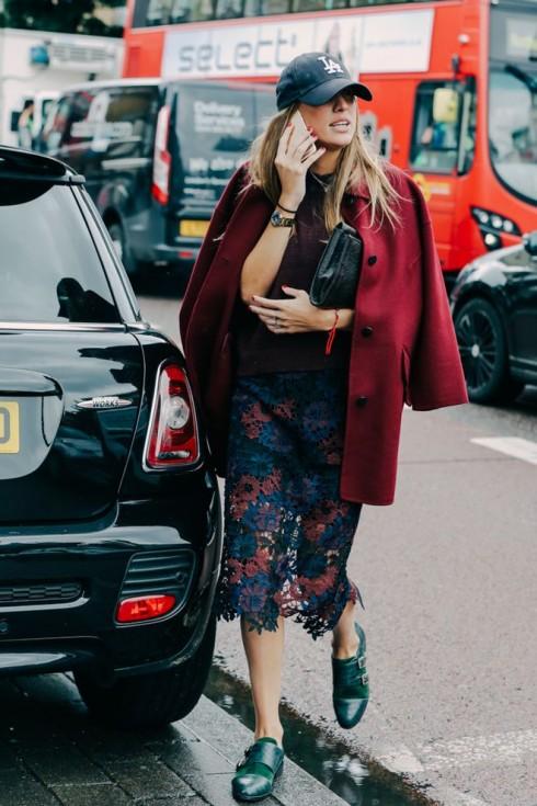 Bạn có thể lấy sự thường phục của phong cách này kết hợp với sự nghiêm túc của phong cách kia và kết quả sẽ khiến bạn thích thú.