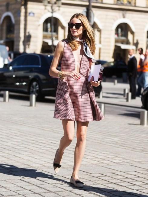 Bạn có thấy chiếc khăn đã giúp diện mạo của Olivia Palermo trông duyên dáng hơn rất nhiều không?