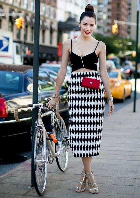 Khoe được eo thon và đôi vai đẹp, đó là những lý do căn bản nhất để các cô gái theo đuổi xu hướng này.