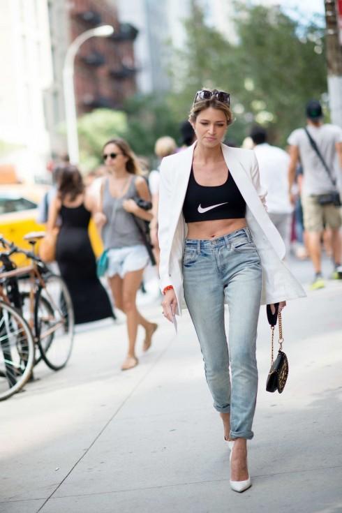 Bạn hãy để vẻ đẹp lịch thiệp của áo blazer là nhân vật chính và áo lót là điểm nhấn bổ trợ cho áo khoác.