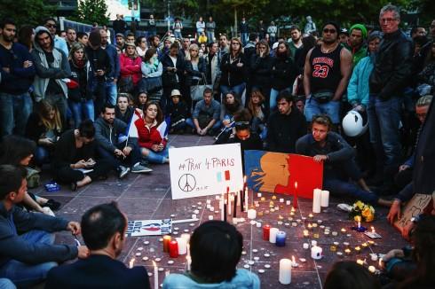 Người dân tại Auckland, New Zealand tập trung tại quảng trường Aotea. Nét mặt ai cũng phảng phất một nỗi buồn xót xa
