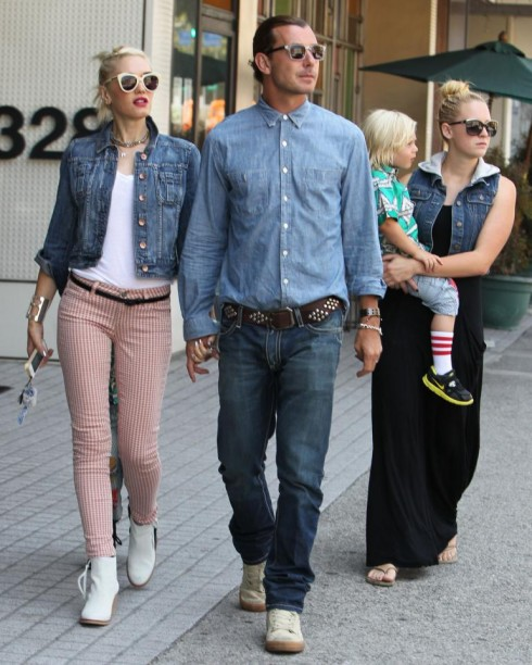 Gwen Stefani (trái) và Gavin Rossdale khi còn là vợ chồng, cùng với người trông trẻ Mindy Mann (phải), người được cho là nguyên nhân của cuộc ly dị