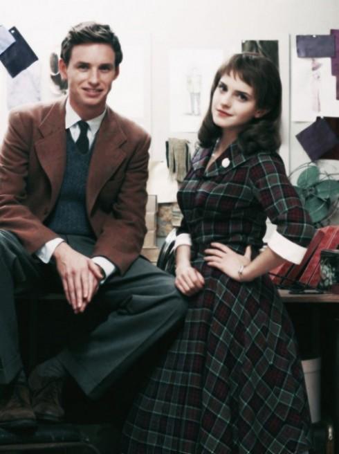 Eddie và Emma trên trường quay. Bảng màu quần áo cho nhân vật của họ trầm hơn so với bảng màu của Michelle.