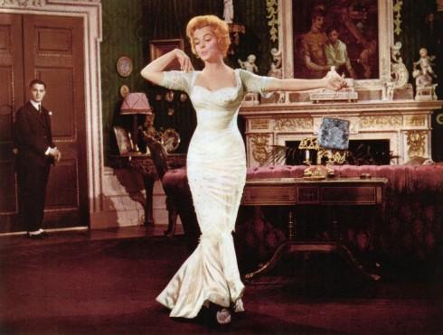 Jill Taylor đã tham khảo từ những cảnh phim do Marilyn Monroe đóng để tái sinh trang phục cho Michelle.