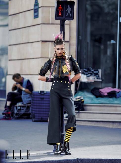 JEAN PAUL GAULTIER COUTURE<br/>Áo blouse tay bồng vải organza đen họa tiết thêu chỉ vàng, quần đính cúc hình hoa, Giày bốt Dr.Martens