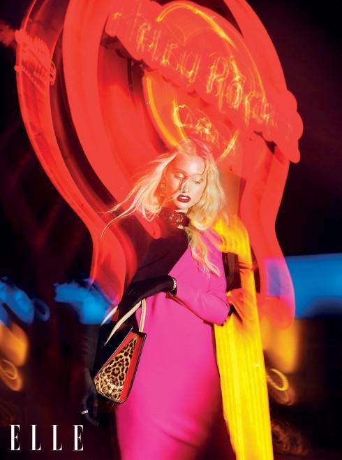 Đầm Versace, Túi xách Christian Louboutin, Vòng cổ, Vòng tay Versace