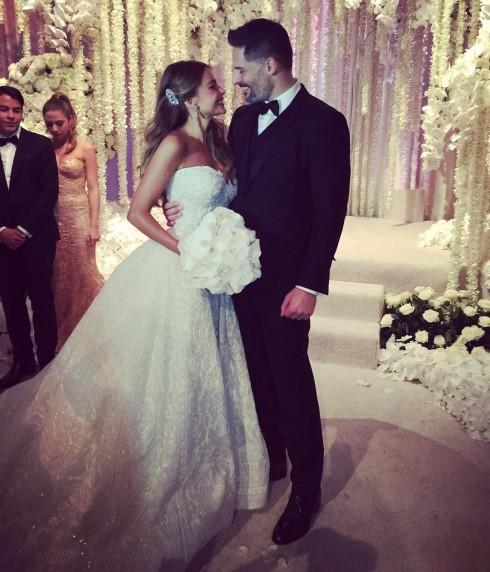Một lễ cưới tràn ngập niềm vui và sự chúc phúc của người thân là đích đến tươi đẹp cho tình yêu của cái nhìn đầu tiên. Sofia Vergara thật lộng lẫy trong chiếc váy cưới của NTK Zuhair Murad, người đã thiết kệt những bộ váy đẹp nhất trong iuần lễ thời trang haute couture
