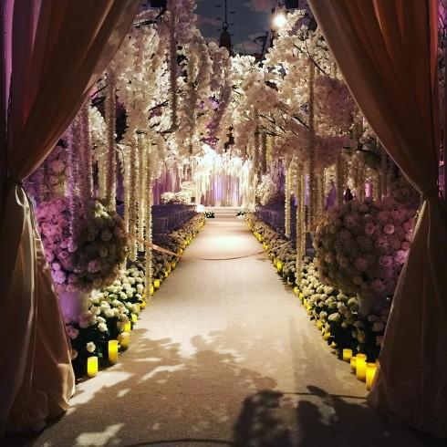 Bố trí của lễ cưới, Sofia Vergara tiết lộ rằng cô là một người rất chú trọng tiểu tiết nên mọi thứ đều phải được bài trí một cách đẹp mắt nhất