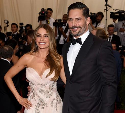 Joe Manganiello và Sofia Vergara là một trong những cặp đẹp đôi nhất của. Họ bắt đầu hẹn hò từ tháng 6 năm ngoái và ngày 22/11 vừa qua họ đã tổ chức một lễ cưới vui vẻ và không kém phần lãng mạn