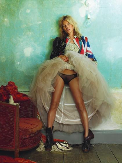 Chụp cho British Vogue (2008) - Nhiếp ảnh gia Mario Testino